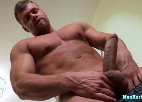iAmPorn - Jaw-dropping beefy cub solo..